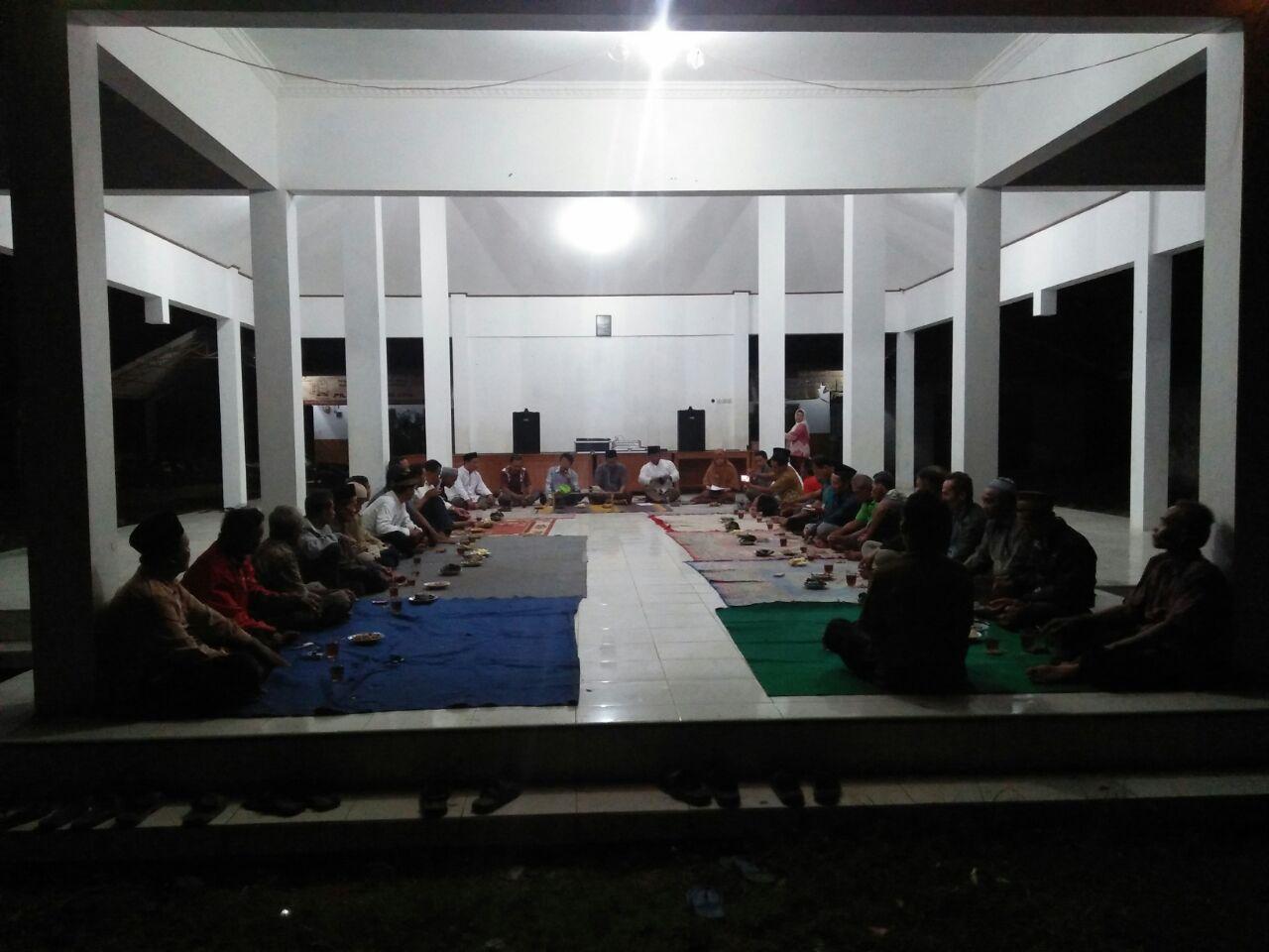 acara doa bersama di pendopo desa Widodaren